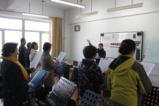 老年教育学院声乐班.jpg