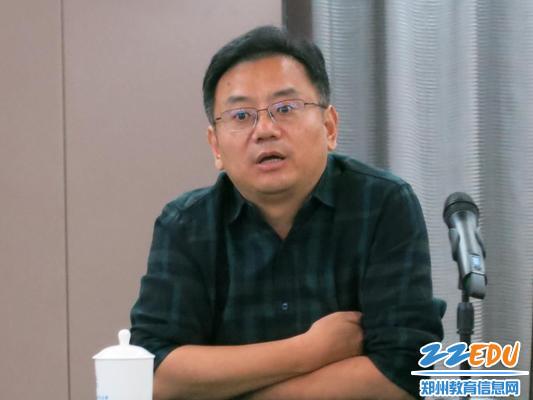 郑州市教育局副局长葛飞出席筹备会并讲话.jpg
