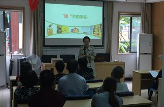 华中社区为居民们开展秋季养生健康知识讲座.jpg