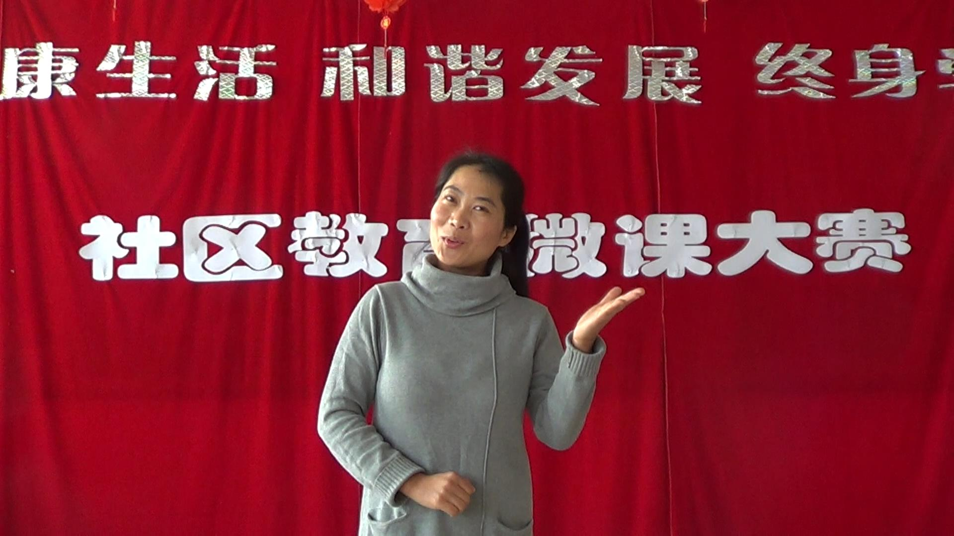 赵桂伟老师在录制微课导语.JPG
